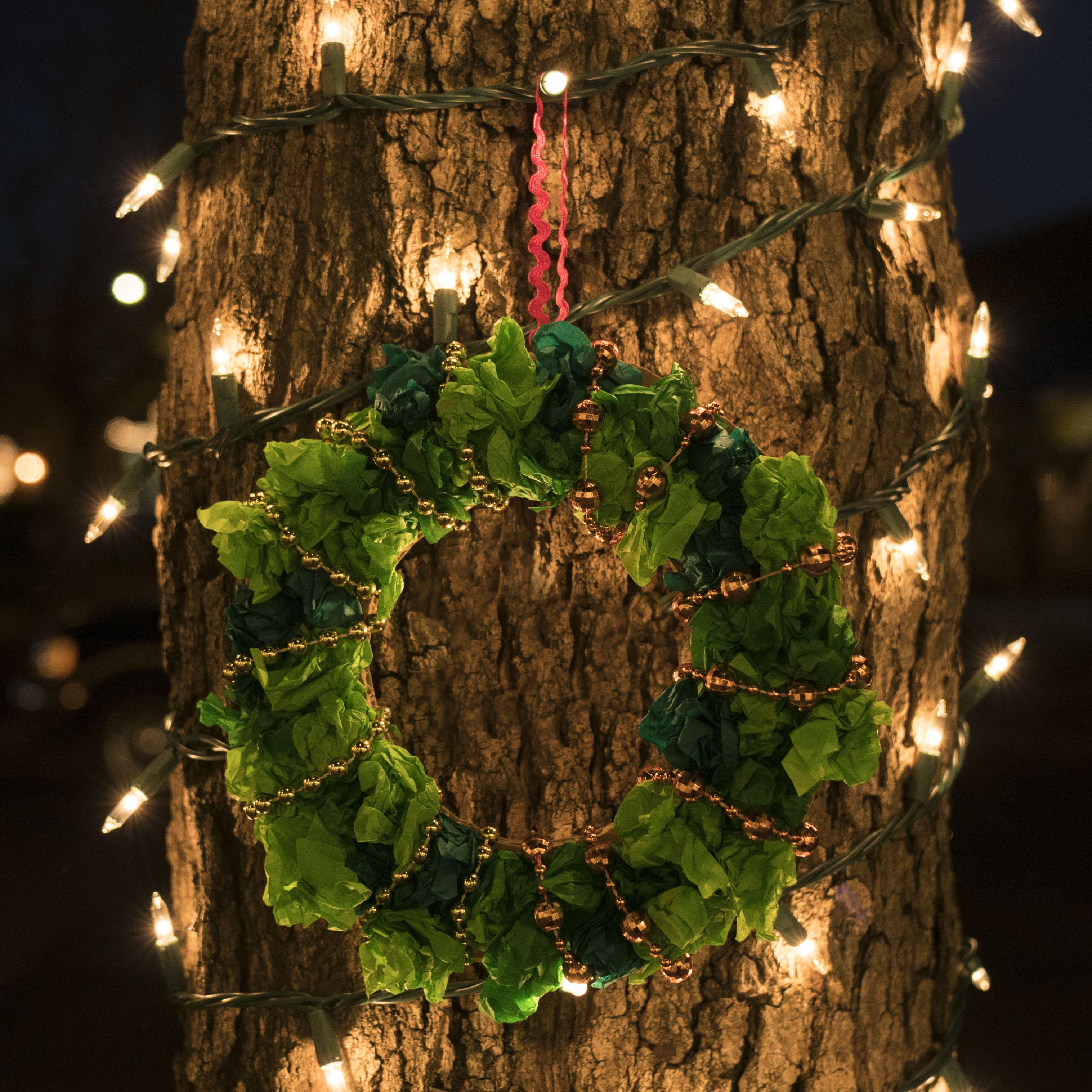 Tissue Paper Wreath: Last Minute Decoration