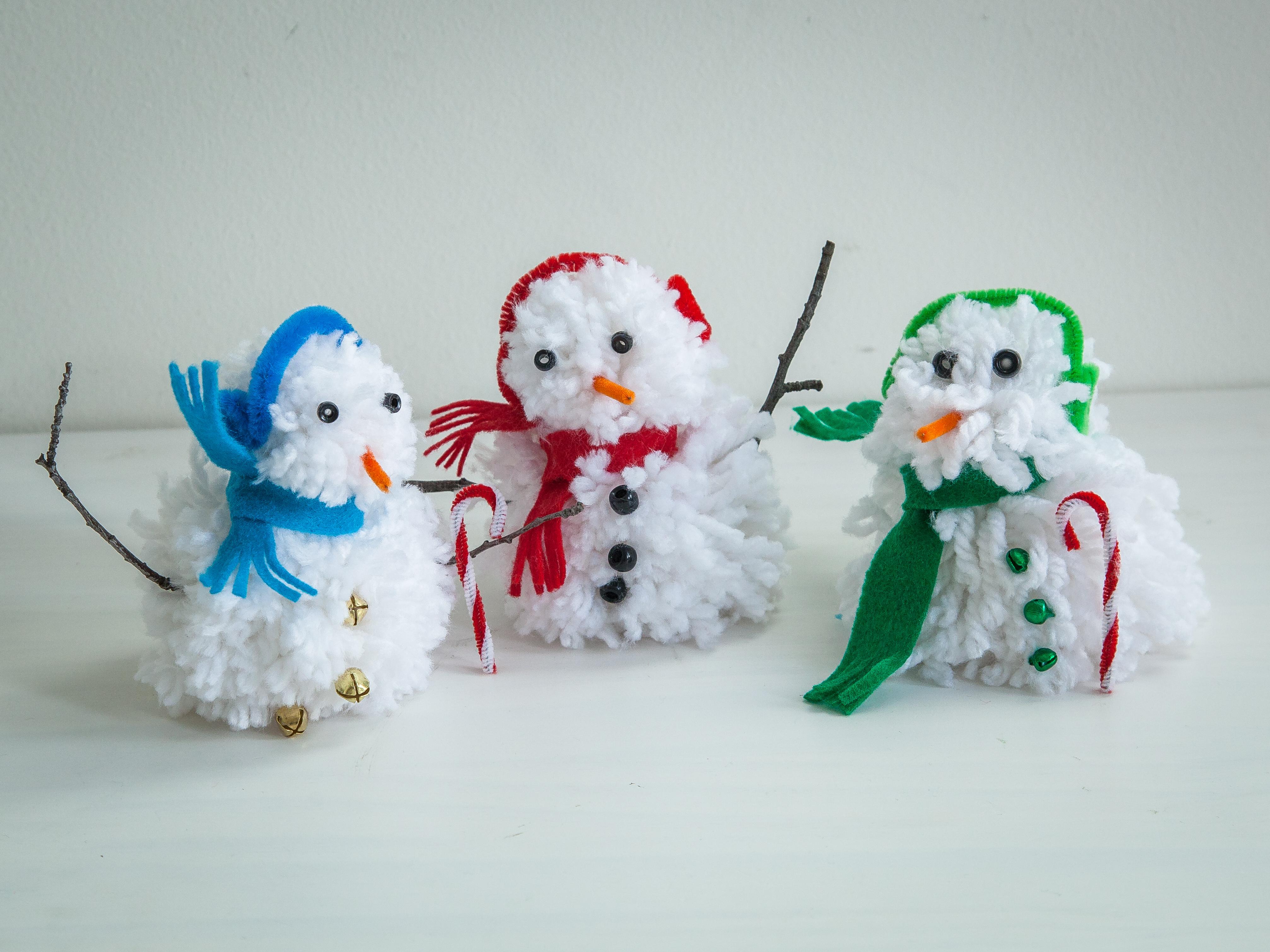 Pom Pom Snowman Ornament DIY